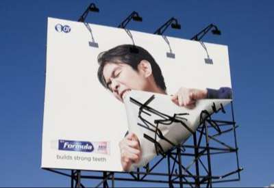 Billboard shows clever advert for tough teeth